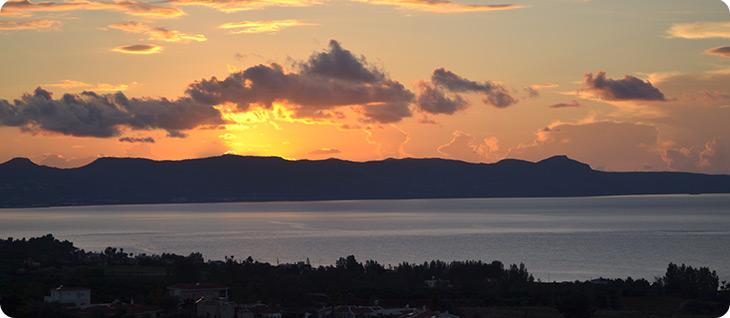 Το υπέροχο ηλιοβασίλεμα στην Αργάκα